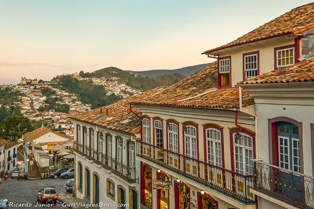 Centro histórico de Ouro Preto com arquitetura colonial preservada. Patrimônio Histórico da Humanidade. - Photograph by Ricardo Junior / www.ricardojuniorfotografias.com.br