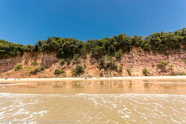 Praia do Curral que forma a Baía dos Golfinhos, em Pipa, Rio Grande do Norte. Photograph by Ricardo Junior / www.ricardojuniorfotografias.com.br