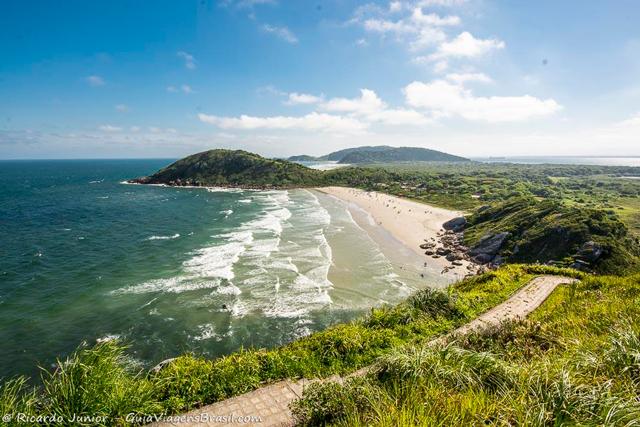Praia de Fora, na Ilha de Mel, no Paraná. Photograph by Ricardo Junior / www.ricardojuniorfotografias.com.br