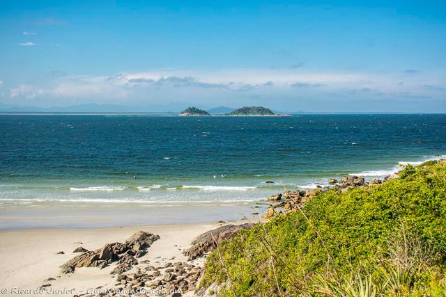 Praia do Farol, na Ilha do Mel, no Paraná. Photograph by Ricardo Junior / www.ricardojuniorfotografias.com.br