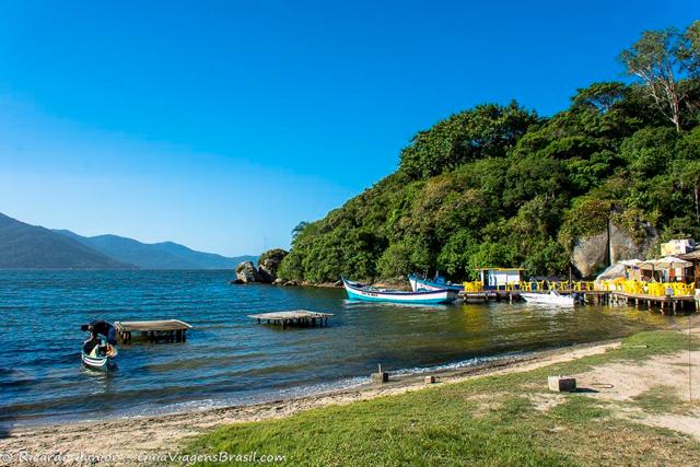 As margens da parte menos badalada da Lagoa da Conceição, em Florianópolis. Photograph by Ricardo Junior / www.ricardojuniorfotografias.com.br