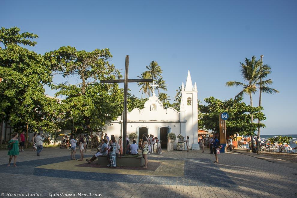 Igreja de São Francisco de Assis, em frente a Praia do Porto, na Praia do Forte, Bahia. Photograph by Ricardo Junior / www.ricardojuniorfotografias.com.br