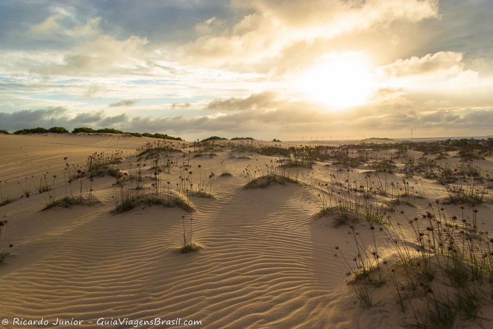 Fim de tarde nas dunas de Canoa Quebrada, no Ceará. Photograph by Ricardo Junior / www.ricardojuniorfotografias.com.br