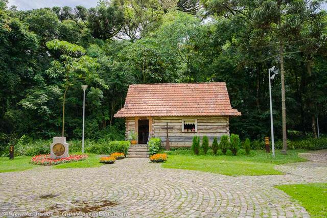 Casa típica polonesa no Bosque João Paulo II, em Curitiba, Paraná. Photograph by Ricardo Junior / www.ricardojuniorfotografias.com.br