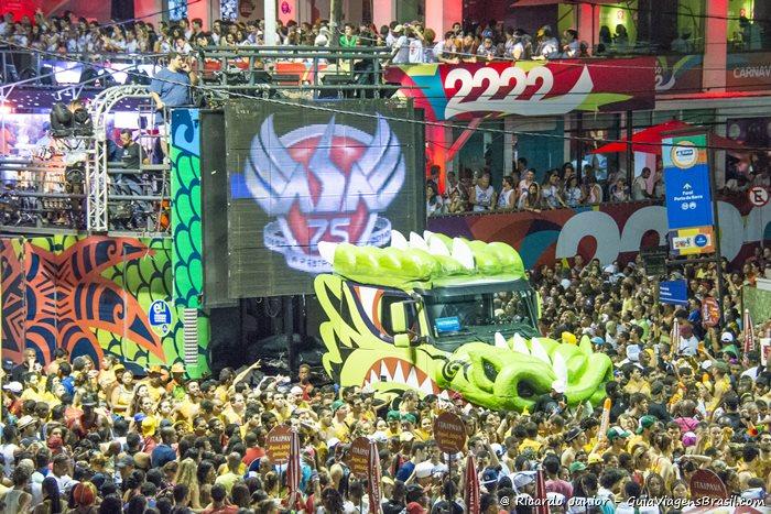 Imagem do Trio Elétrico do Asa no carnaval de Salvador, na Bahia - Photograph by Ricardo Junior / www.ricardojuniorfotografias.com.br