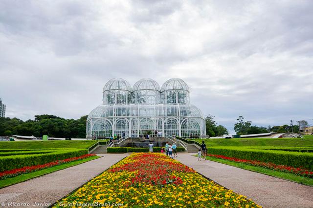 A estufa de vidro no Jardim Botânico de Curitiba, Paraná. Photograph by Ricardo Junior / www.ricardojuniorfotografias.com.br