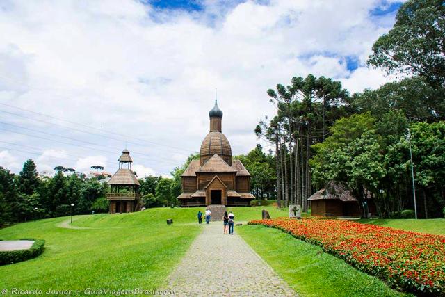 Memorial Ucraniano, no Parque Tingui, em Curitiba, Paraná. Photograph by Ricardo Junior / www.ricardojuniorfotografias.com.br