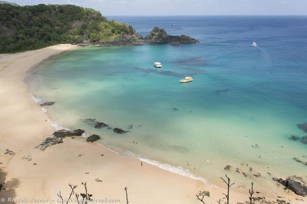 Praia do Sancho, considerada a mais linda do Brasil, em Fernando de Noronha. Photograph by Ricardo Junior / www.ricardojuniorfotografias.com.br