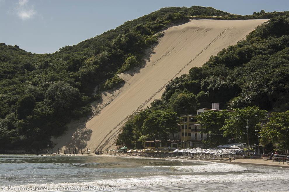 Duna pertinho do mar, em Ponta Negra, Natal, Rio Grande do Norte. Photograph by Ricardo Junior / www.ricardojuniorfotografias.com.br