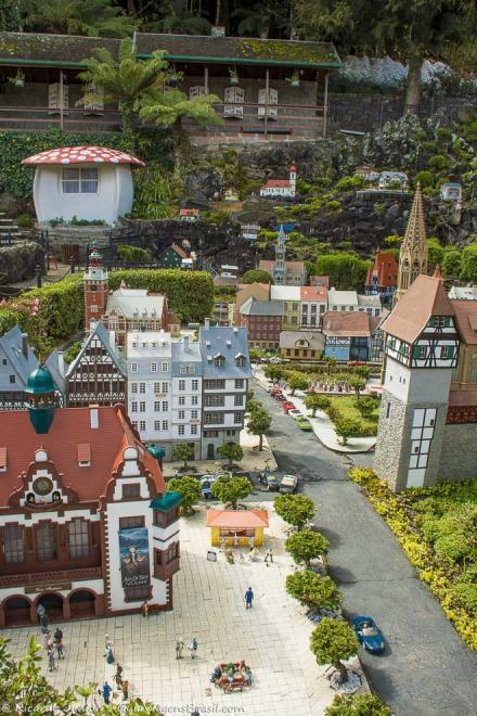 Cidade miniatura no Mini Mundo, em Gramado, Rio Grande do Sul. Photograph by Ricardo Junior / www.ricardojuniorfotografias.com.br