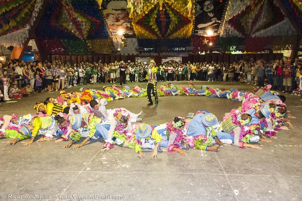 A quadrilha, dança típica da Festa Junina, no Maior São João do Mundo, em Campina Grande, na Paraíba. Photograph by Ricardo Junior / www.ricardojuniorfotografias.com.br