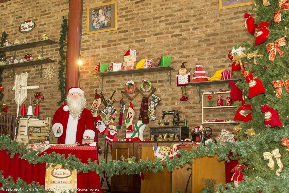 A Aldeia do Papai Noel encanta a todos, em Gramado, Rio Grande do Sul. Photograph by Ricardo Junior / www.ricardojuniorfotografias.com.br
