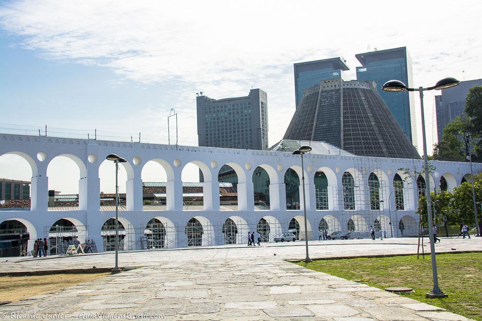 Catedral ao fundo dos Arcos da Lapa, no Rio de Janeiro. Fotos de Ricardo Junior / www.ricardojuniorfotografias.com.br