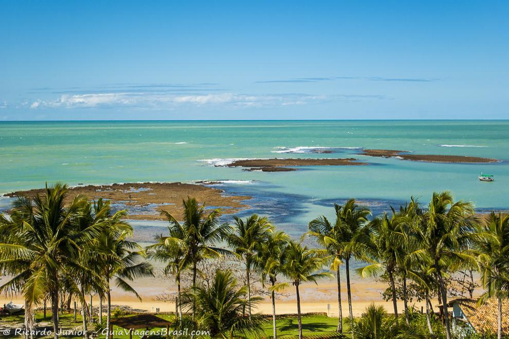 A linda Praia do Espelho, em Trancoso, na Bahia. Photograph by Ricardo Junior / www.ricardojuniorfotografias.com.br