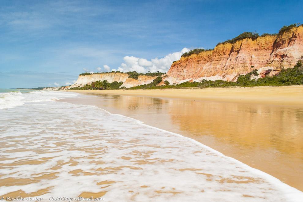 Praia da Lagoa Azul, em Arraial D'Ajuda, na Bahia. Photograph by Ricardo Junior / www.ricardojuniorfotografias.com.br