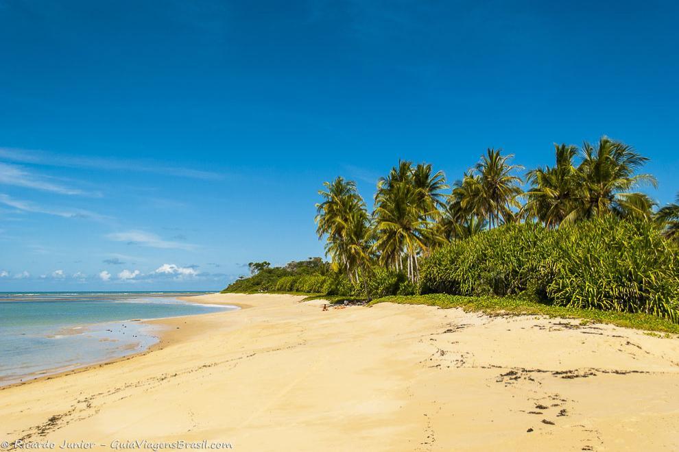 Praia Ponta de Itapororoca, em Trancoso, na Bahia. Photograph by Ricardo Junior / www.ricardojuniorfotografias.com.br