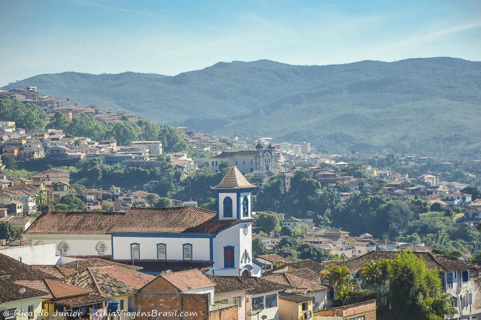 Centro histórico de Mariana, visto do mirante, em Minas Gerais. Fotos de Ricardo Junior / www.ricardojuniorfotografias.com.br