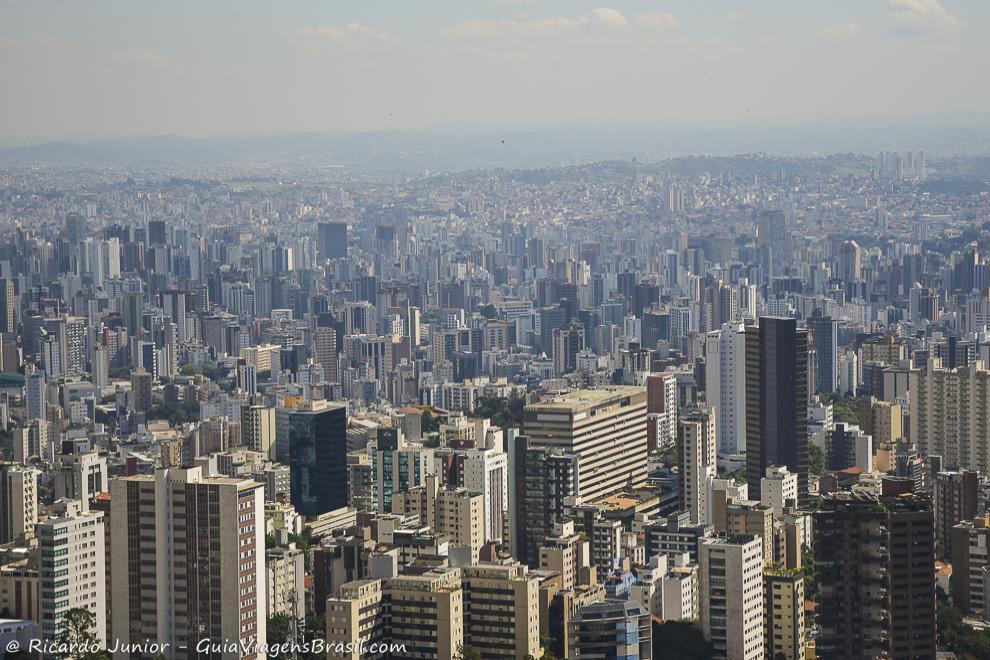 A planejada cidade de Belo Horizonte, vista do Mirante das Mangabeiras. Fotos de Ricardo Junior / www.ricardojuniorfotografias.com.br