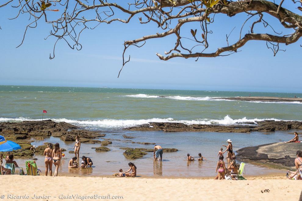 Piscinas naturais em Guarapari, no Espírito Santo. Fotos de Ricardo Junior / www.ricardojuniorfotografias.com.br