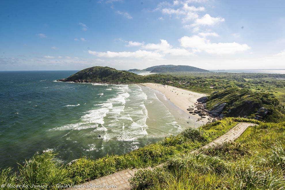A linda Praia de Fora, na Ilha do Mel, Paraná. Fotos de Ricardo Junior / www.ricardojuniorfotografias.com.br
