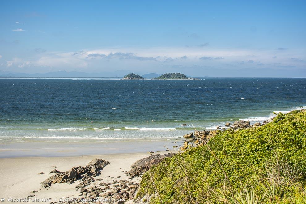 Praia do Farol, na Ilha do Mel, Paraná. Fotos de Ricardo Junior / www.ricardojuniorfotografias.com.br