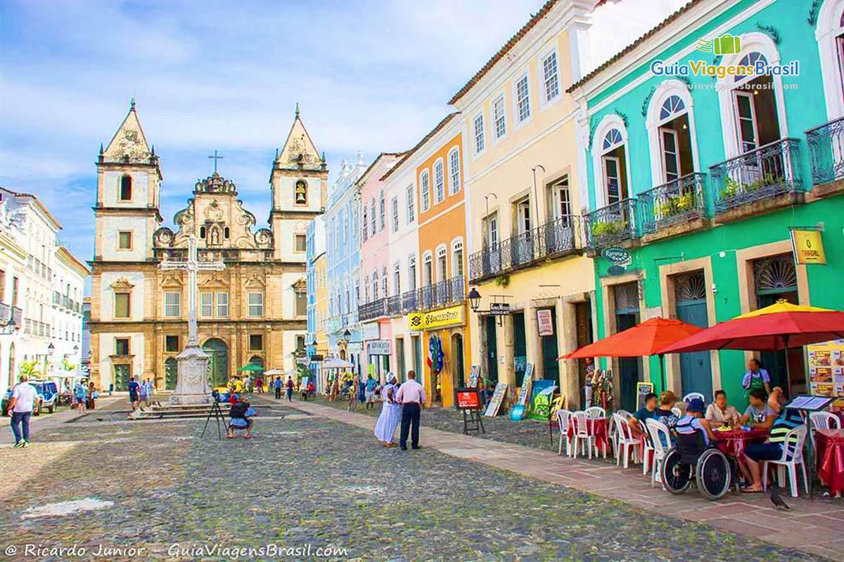 Pelourinho ganha ainda mais colorido com as bandeirinhas de São João, na Bahia. Fotos de Ricardo Junior / www.ricardojuniorfotografias.com.br