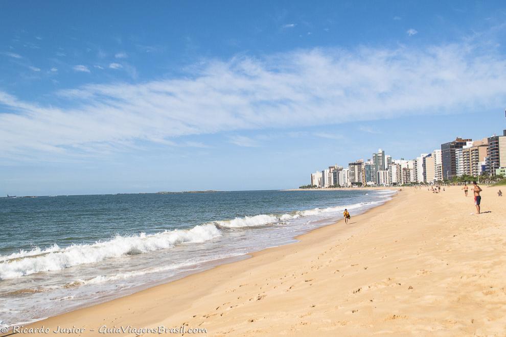 Vista da Praia da Costa, em Vila Velha, ES. Fotos de Ricardo Junior / www.ricardojuniorfotografias.com.br