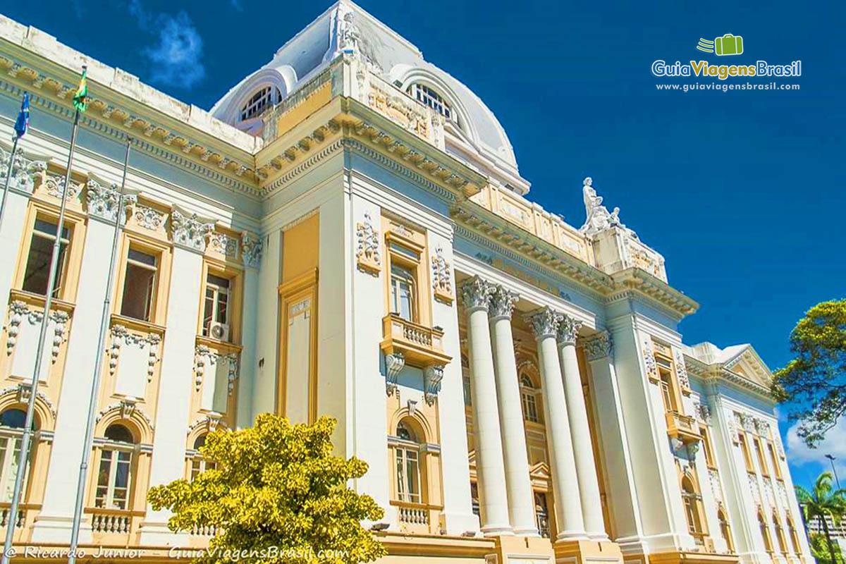 Prédio do Palácio da Justiça no Recife Antigo, Recife, PE. Fotos de Ricardo Junior / www.ricardojuniorfotografias.com.br