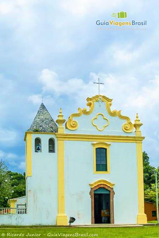 Igreja de Nossa Senhora da Pena, a primeira do Brasil, em Porto Seguro, BA. Fotos de Ricardo Junior / www.ricardojuniorfotografias.com.br
