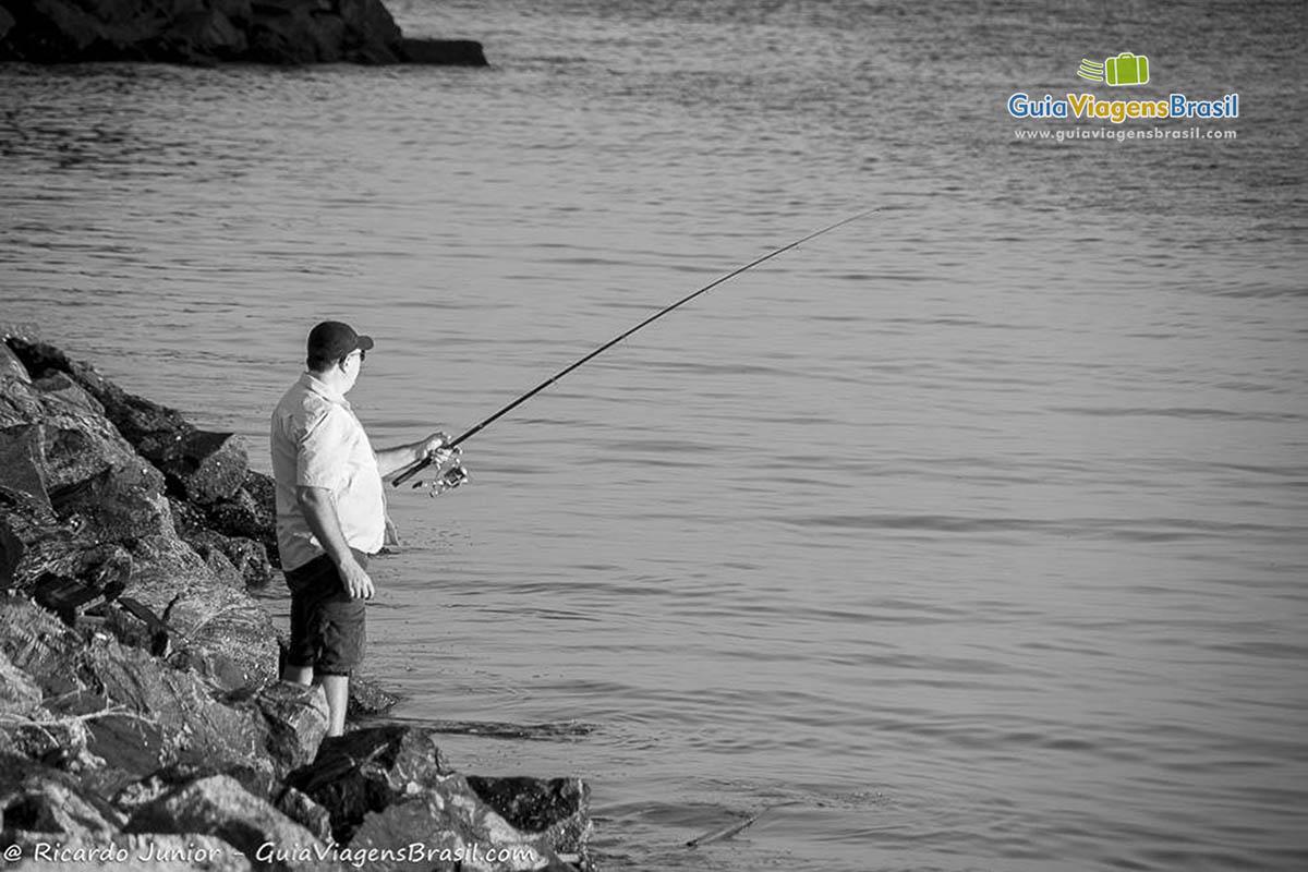 Pesca na Praia de Taquarinhas, em Balneário Camboriú, SC. Fotos de Ricardo Junior / www.ricardojuniorfotografias.com.br