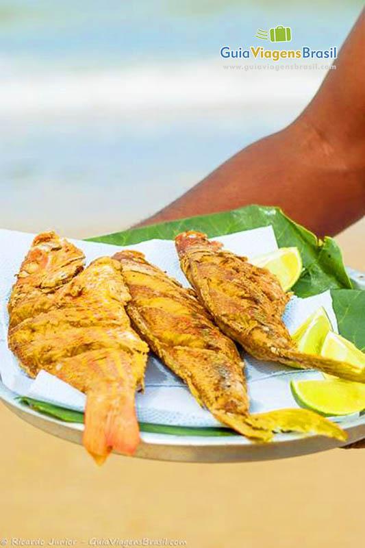 Peixes servidos pelas barracas na Praia de Mundaí, Porto Seguro, BA. <br /> Fotos de Ricardo Junior / www.ricardojuniorfotografias.com.br