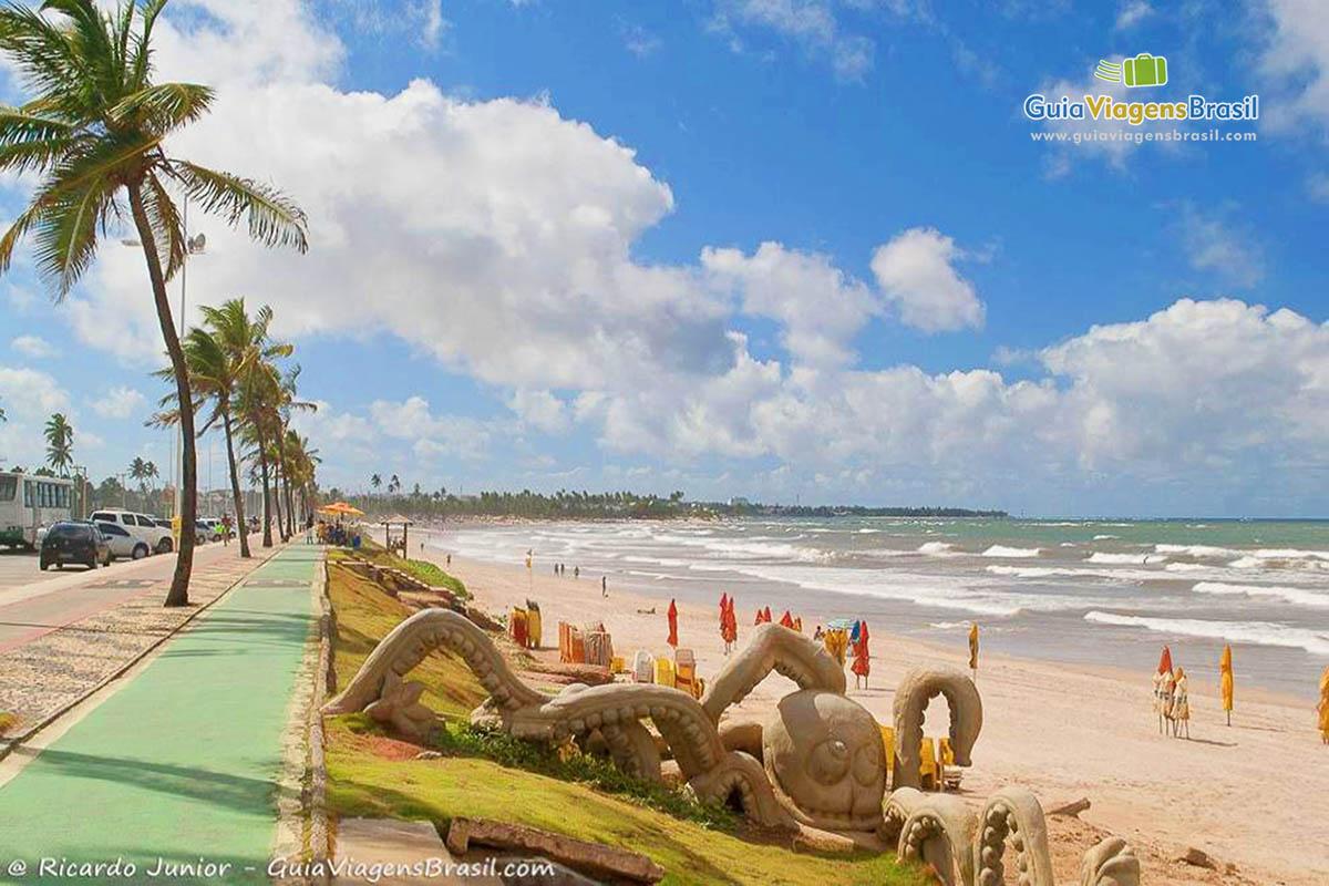 3604b8ba81d3 Praia de Piatã, point jovem em Salvador, BA. Fotos de Ricardo Junior /