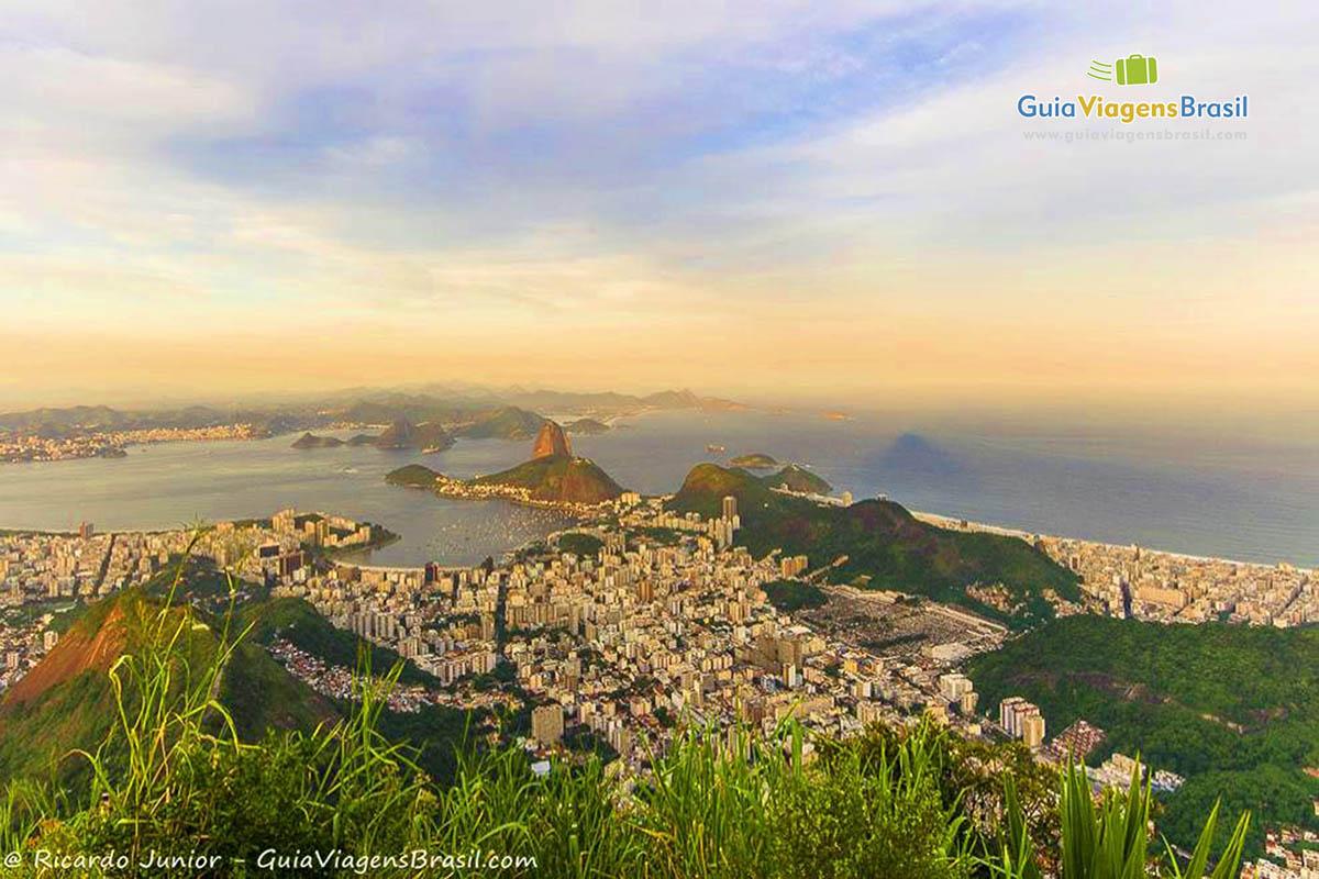 Vista do Rio de Janeiro a partir do Corcovado, RJ. Fotos de Ricardo Junior / www.ricardojuniorfotografias.com.br