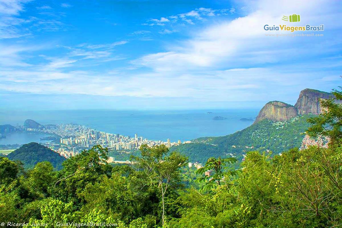 Vista da Floresta da Tijuca, no Rio de Janeiro, RJ. Fotos de Ricardo Junior / www.ricardojuniorfotografias.com.br