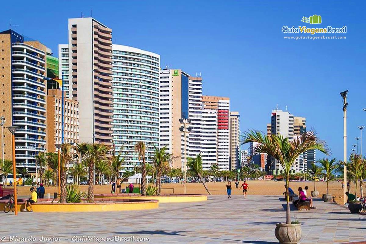 Calçadão da Praia de Iracema, em Fortaleza, CE. Fotos de Ricardo Junior / www.ricardojuniorfotografias.com.br