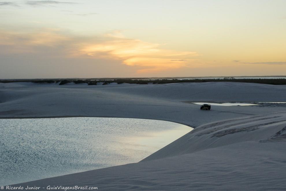 Lagoa e dunas em Santo Amaro do Maranhão, nos Lençóis Maranhenses, MA. Fotos de Ricardo Junior / www.ricardojuniorfotografias.com.br