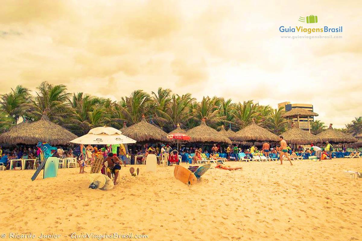 As barracas agitam o dia de praia na Praia do Futuro, em Fortaleza, CE. Fotos de Ricardo Junior / www.ricardojuniorfotografias.com.br