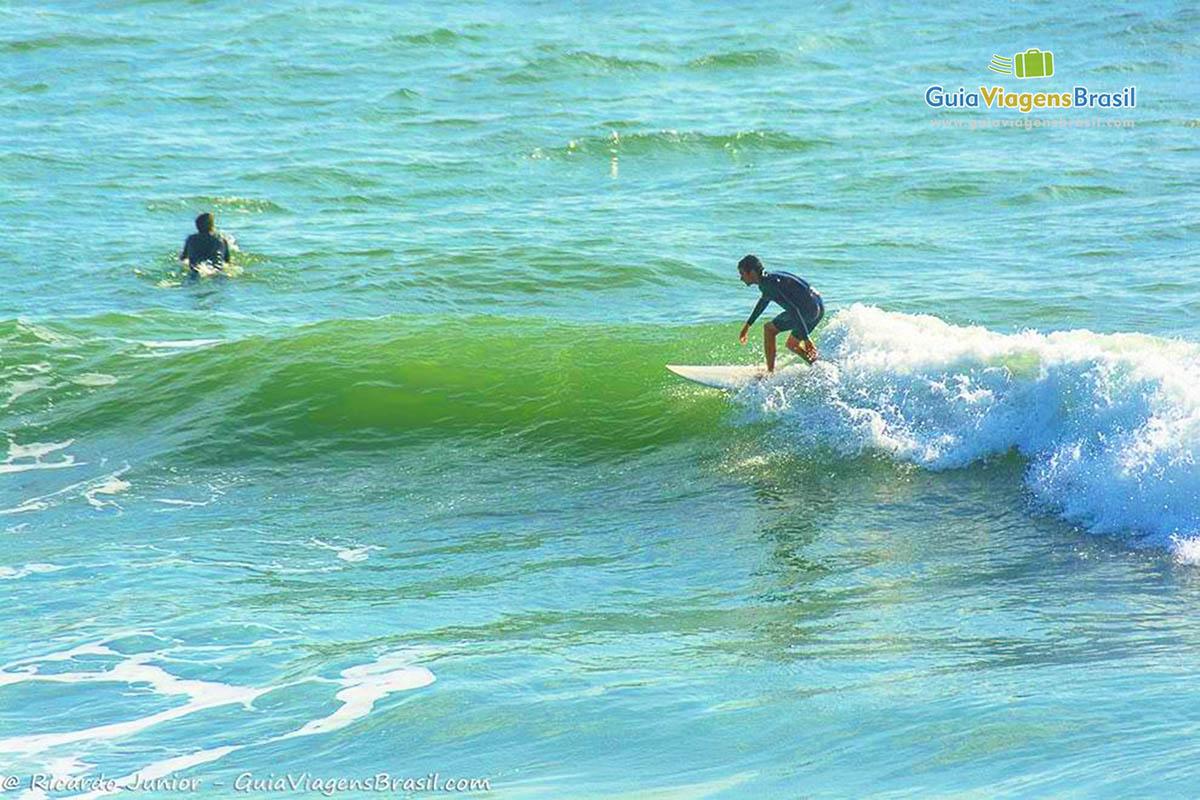 surfista-praia-do-rosa-garopaba-sc