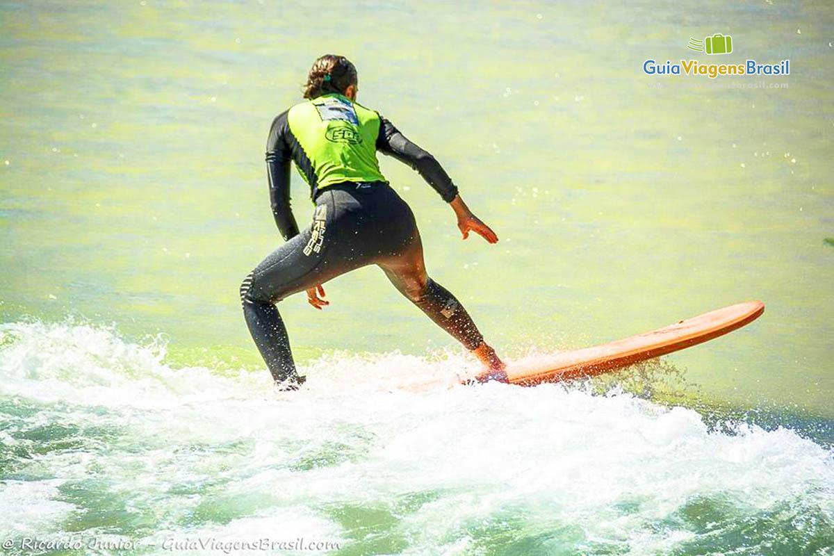 surfista-praia-joaquina-florianopolis-sc