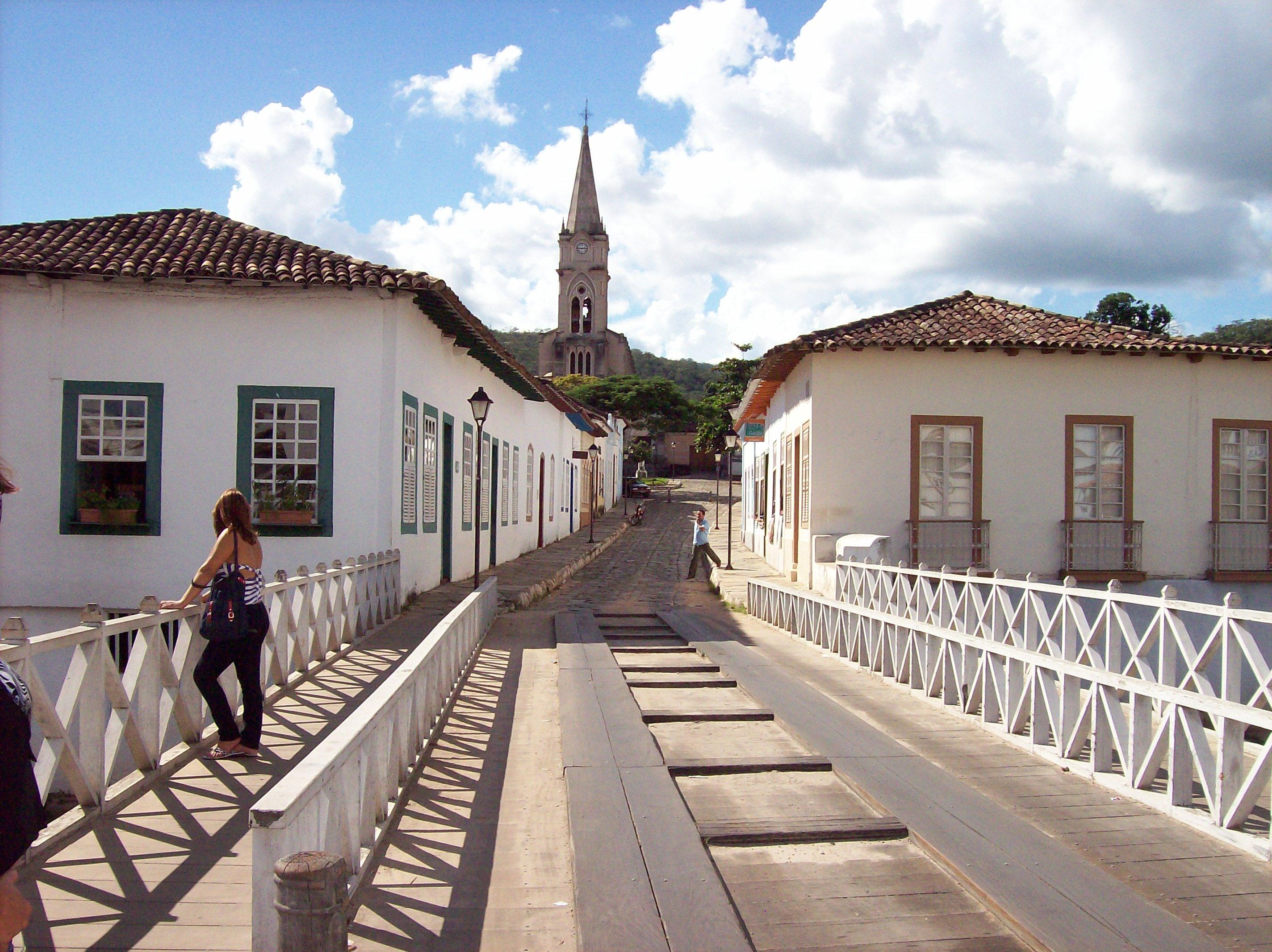 Ponte Cambaúba, tombada como Patrimônio Nacional, em Goiás, GO. Foto: Banco de Imagens.