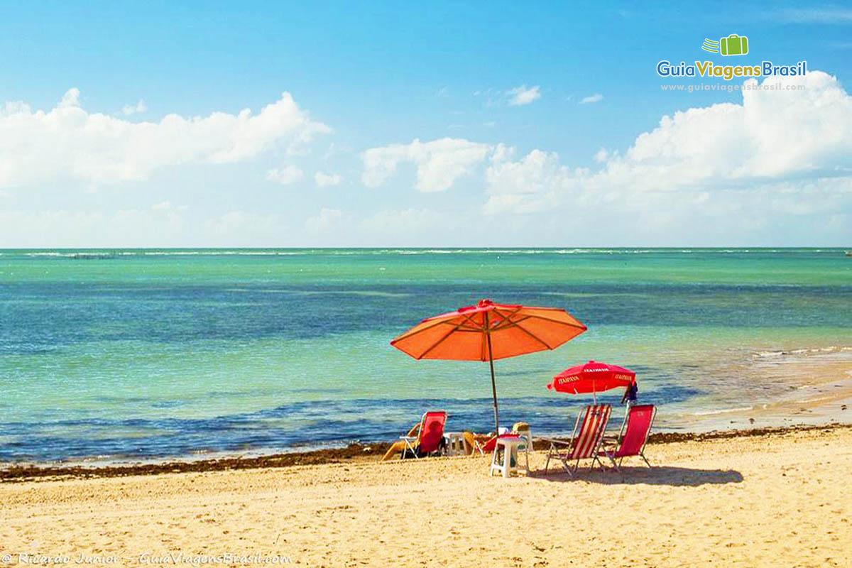 guarda-sol-vermelho-praia-ponta-verde-maceio-al-3584