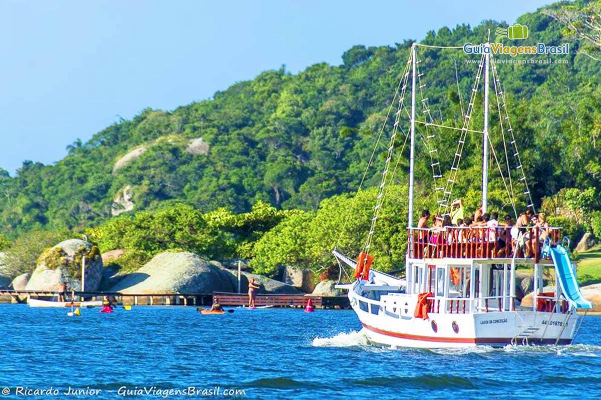 grande-barco-passeio-lagoa-da-conceicao-florianopolis-sc