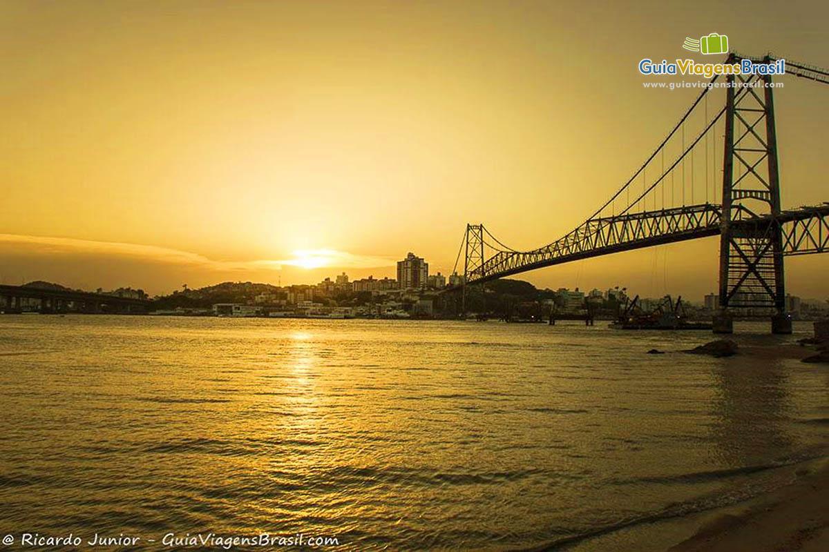 por-do-sol-ponte-hercilio-luz-florianopolis-sc