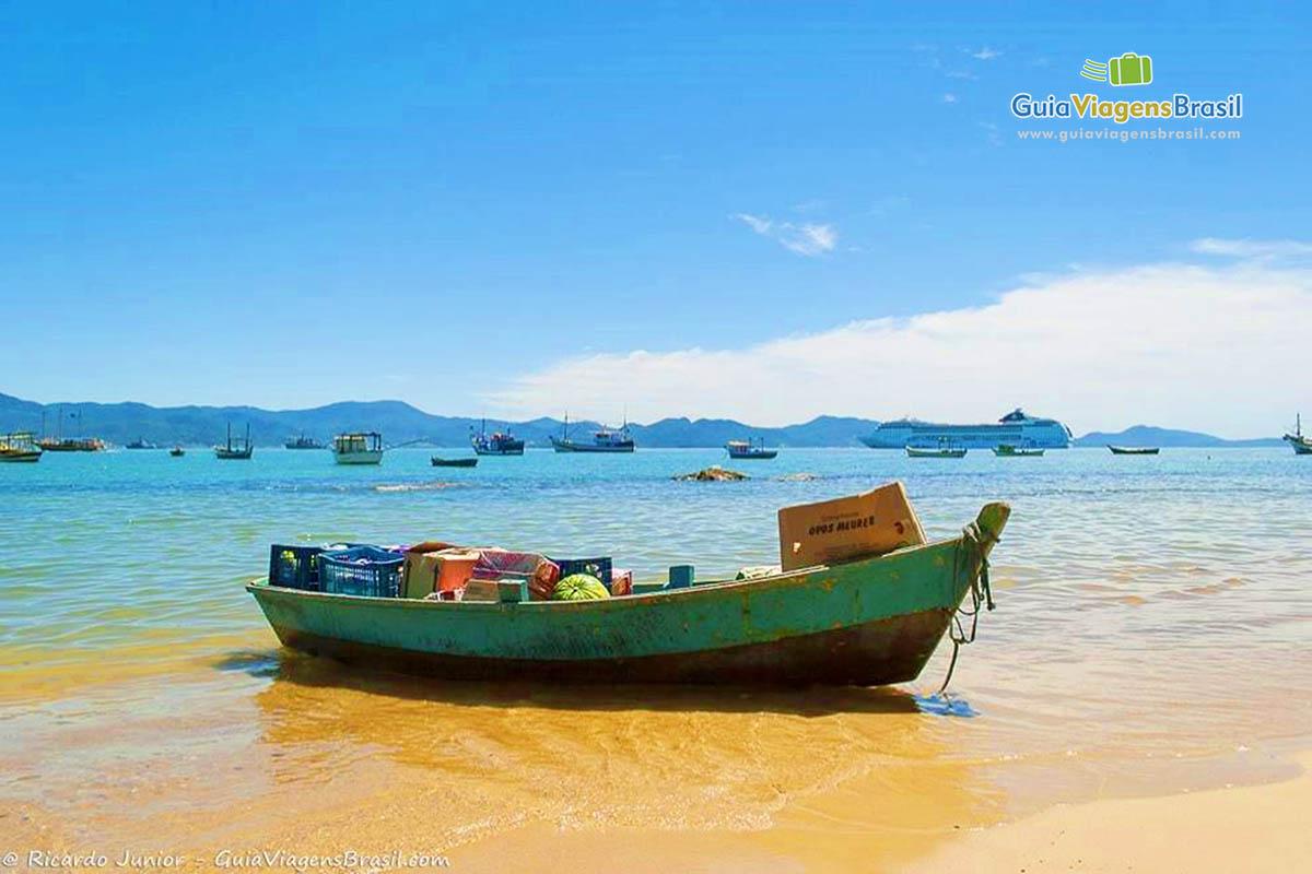 barco-praia-araca-porto-belo-sc
