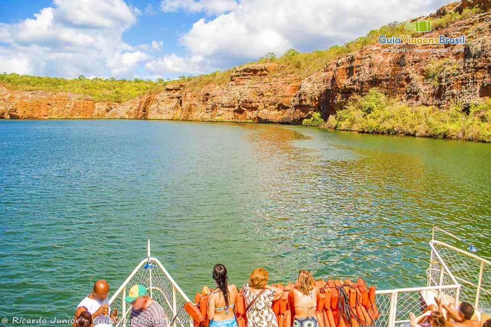 Foto barco com turistas pelo Cânion do Xingó