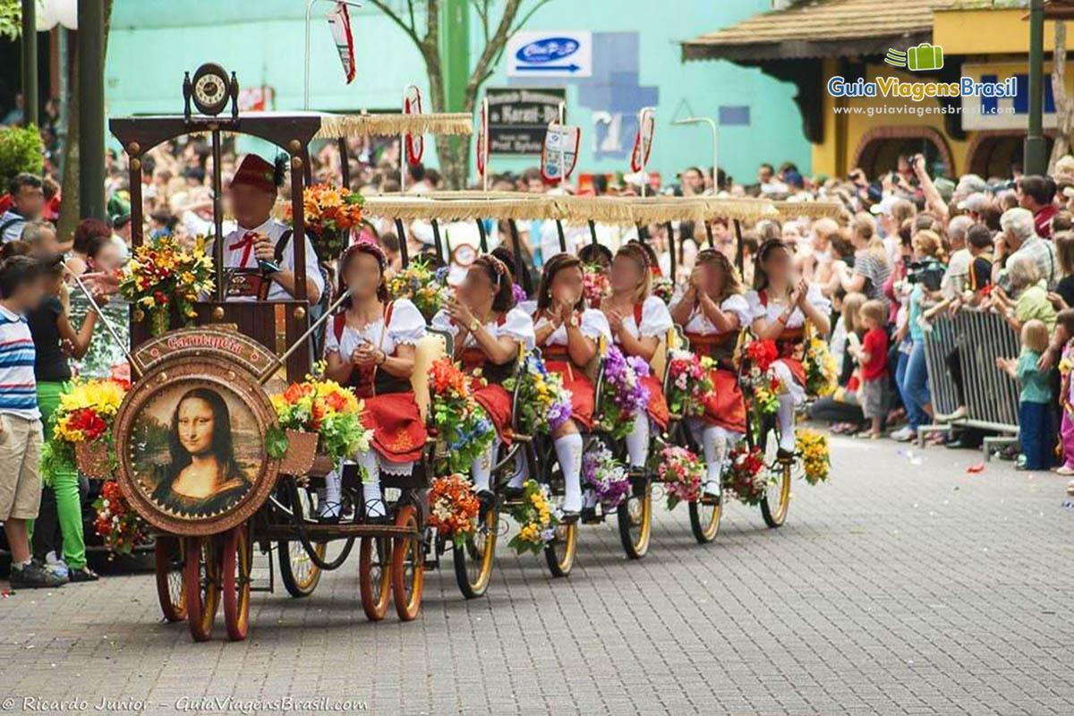 carro-desfile-oktoberfest-blumenau-sc