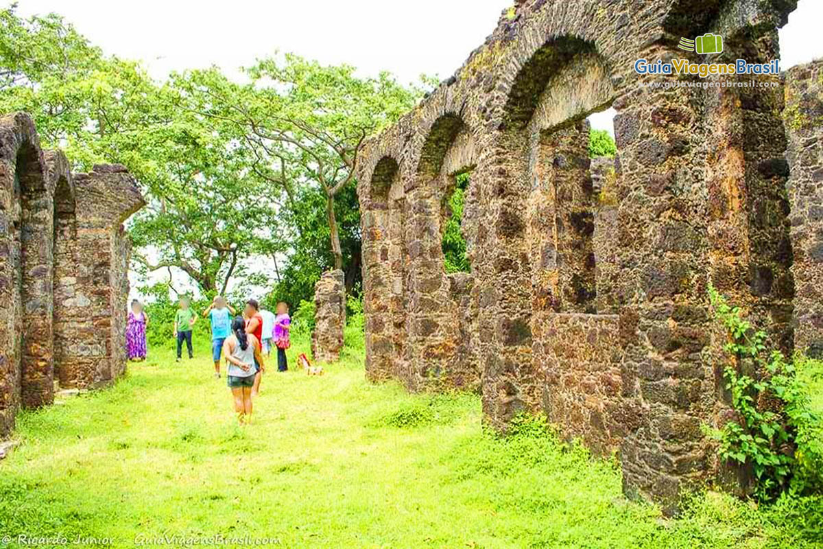turistas-ruinas-palacio-do-barao-pindare-alcantara-ma-foto-0247