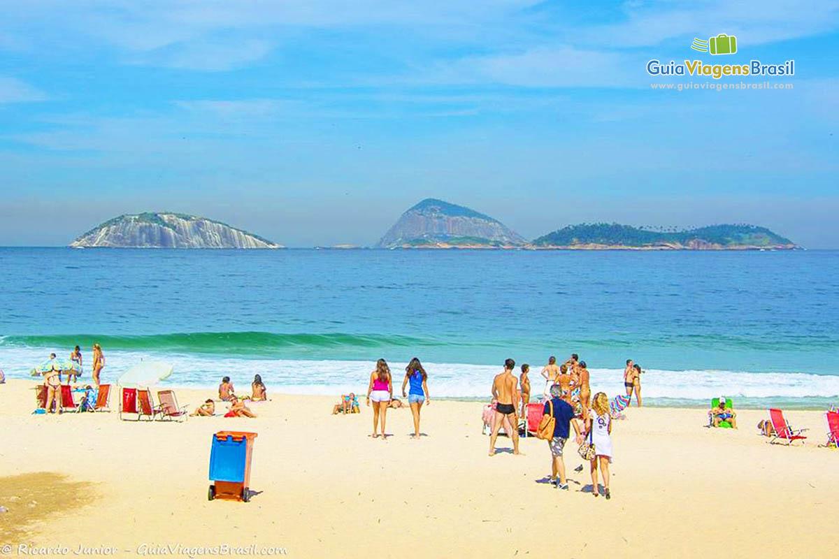 turistas-praia-leblon-rj