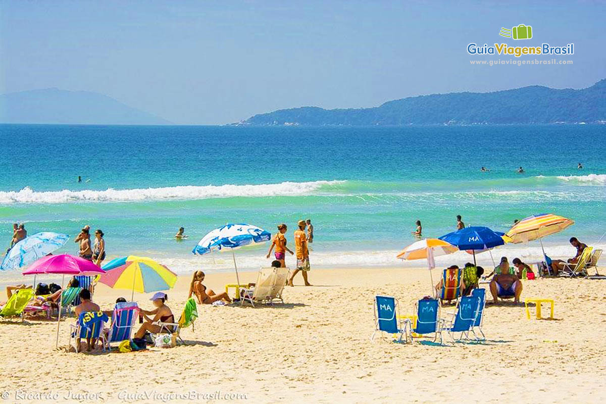 turistas-praia-mariscal-bombinhas-sc