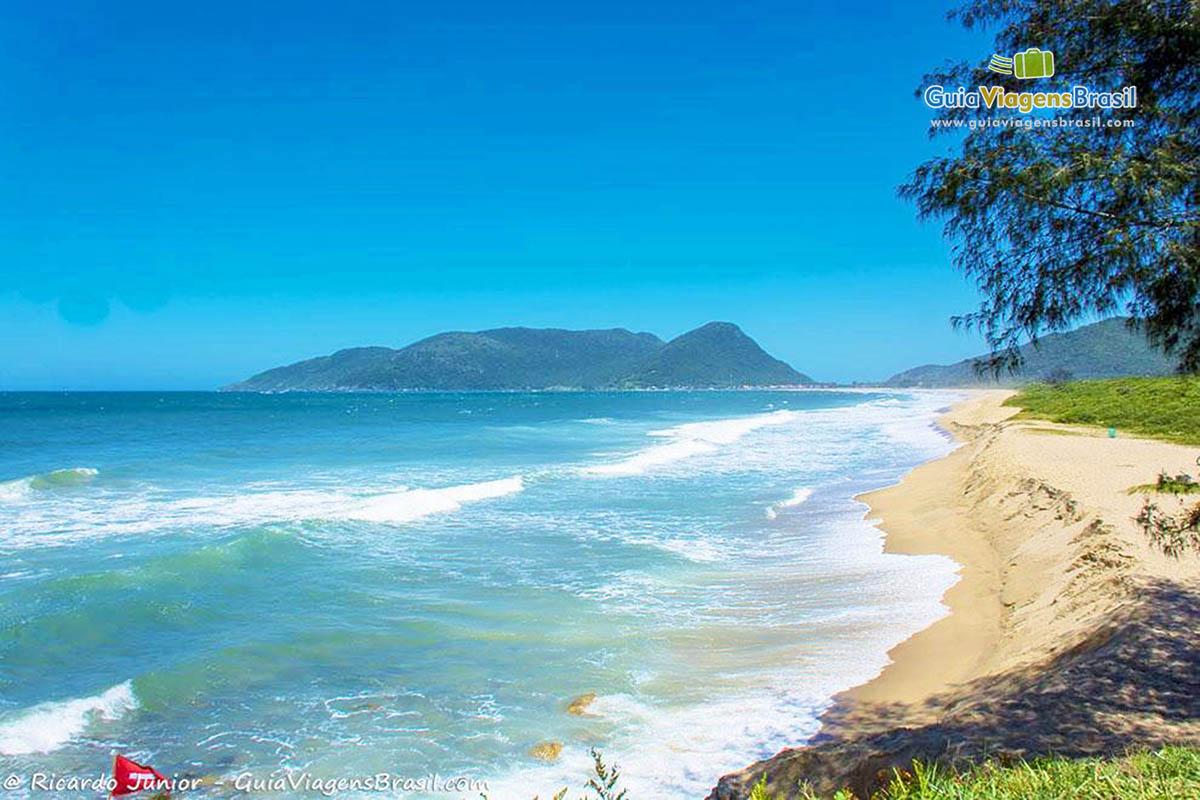 foto-praia-da-armacao-florianopolis-sc